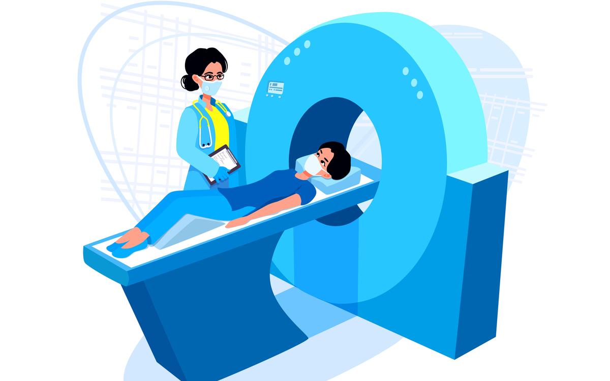 computer tomograf gratuit pregatire contraindicatii. femeie la CT impreuna cu tehnicianul