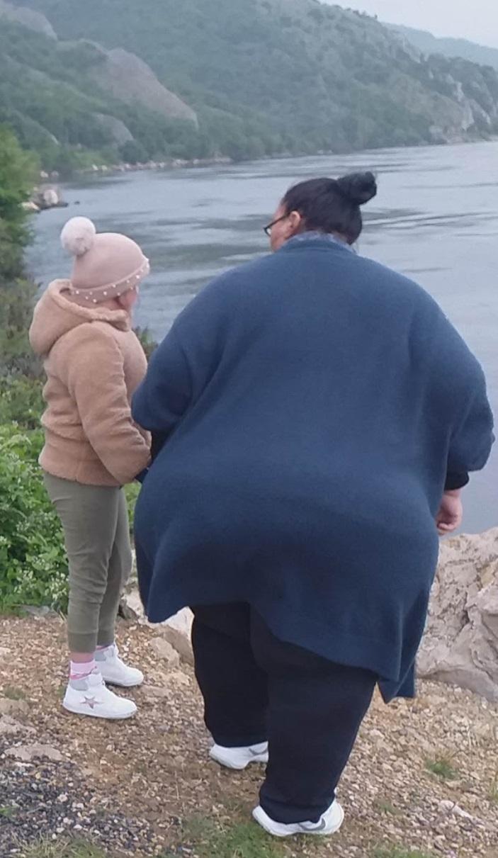 o-operatie-de-micsorare-a-stomacului-e-o-necesitate Irina Ilie, împreună cu nepoțica ei